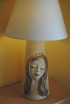 Lampa+Originální+lampa+ze+šamotové+hlíny+v+přírodním+stylu+zdobená+sklem.+Výška+64+cm,+šířka+klobouku+38+cm.+