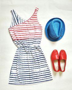 Легкое платье - незаменимый атрибут лета👗 а вдруг в соседнем баре на пляже намечается вечеринка ?🎶🎶🎧🎤 Наши девочки #bezmej успевают все 🎹 #можно #тусить #доутра #снами #комфортно #всегда