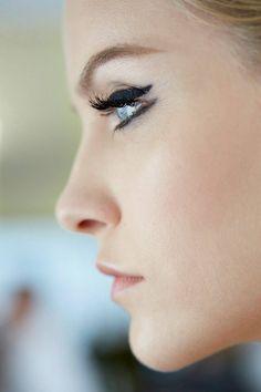 Double cat eye (Ginta Lapina Backstage at Dior Cruise 2015)