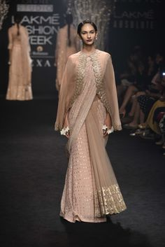 Complete Collection: Faabiiana at Lakmé Fashion Week winter/festive 2017 Indian Fashion Dresses, Indian Designer Outfits, Indian Outfits, Saree Wearing Styles, Saree Styles, Saree Blouse Patterns, Saree Blouse Designs, Moda India, Kurti