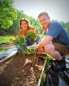 Raised Garden Bed4-couple-Thinkstock