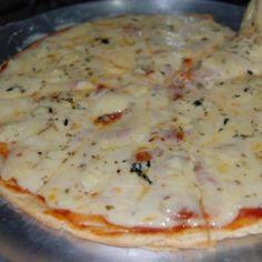 Receita de Pizza de Liquidificador - 1 xícara (chá) de leite , 1 ovo , 1 colher (chá) de sal , 1 colher (chá) de açúcar , 1 colher (sopa) de margarina , 1 1...