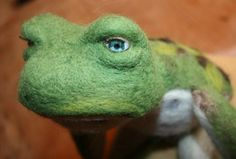 Needle felted frog prince tutorial!!! Great tutorial.