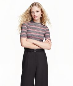 Striped, short-sleeved top in ribbed jersey with a low stand-up collar.