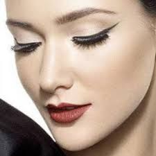 Dramatic eye make up is a popular trend that gives your eyes some serious pop. Check out these 21 dramatic eye makeup tips, ideas, and tutorials! Dramatic Eyes, Dramatic Eye Makeup, Cat Eye Makeup, Eye Makeup Tips, Makeup Trends, Hair Makeup, Beauty Trends, Makeup Ideas, Games Makeup