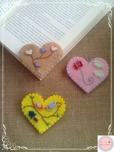 Heart Shaped Page Corner Bookmarks Fabric Crafts, Sewing Crafts, Sewing Projects, Craft Projects, Paper Crafts, Diy Bookmarks, Corner Bookmarks, Ribbon Bookmarks, Diy And Crafts