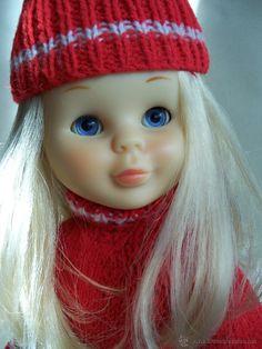 NANCY ESQUIANDO. MUY NUEVA ARTICULADA RUBIA DE OJOS MARGARITA COLOR AZUL. AÑOS 70 Nancy Doll, Spanish Girls, Color Azul, My Childhood, Knitted Hats, To My Daughter, Dolls, Knitting, Crochet