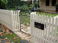 californian bungalow fences - Google Search Bungalow Exterior, Bungalow Homes, Bungalow Ideas, Wooden Garden Gate, Garden Gates, Outdoor Fencing, French Exterior, California Bungalow, Front Fence