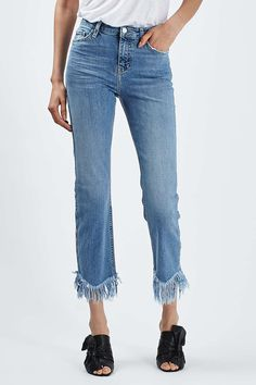Jeans are the most comfortable classical piece of clothing and most women adore them. They are the perfect solution even when you want to look elegant and formal – just wear a pair of jeans with a sleek blouse or shirt and that's it. Fringe Hem Jeans, Frayed Hem Jeans, Trouser Jeans, Denim Pants, Trousers, Cropped Jeans, Diy Jeans, Full Figured Women, Denim Trends