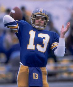 Dan Marino threw a TD pass with 35 seconds left to lead the Panthers to victory over the University of Georgia in the Sugar Bowl Pitt Football, College Football Players, Dallas Football, Football Cheerleaders, Pittsburgh Sports, Football Memes, School Football, National Football League, Panthers Football