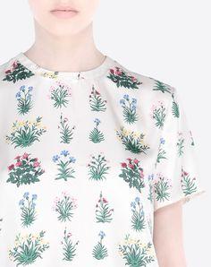 Modern Colorist - Valentino - Midnight Garden - Tshirt In Primavera Print Twill