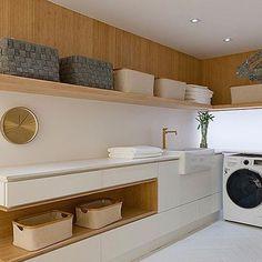 Moderne Inneneinrichtung Classy Laundry Room Update Showing Off Minimalist & Modern Interior Room Design, Modern Minimalist, Interior, Room Organization, Home, Modern Interior Design, Home Interior Design, Modern Laundry Rooms, Modern Interior