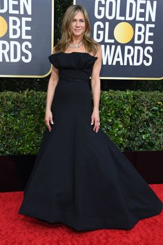 jennifer aniston - 2020 Golden Globes: See. jennifer aniston – 2020 Golden Globes: See all the photos f Dior Haute Couture, Hollywood Stars, Beauty And Fashion, Fashion Looks, Celebrity Red Carpet, Celebrity Style, Jennifer Aniston Style, Jennifer Aniston Oscar, Yellow Gown