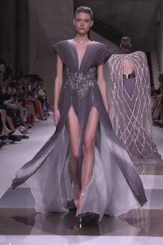 Ziad Nakad Look Fall Winter Haute Couture Collection : Gorgeous Embellished Gray Slit Sheath Evening Dress / Evening Gown with Deep V-Neck cut and V-Back Cut. Fashion Runway by Ziad Nakad Haute Couture Dresses, Couture Fashion, Runway Fashion, Elegant Outfit, Classy Dress, Couture Collection, Dress Collection, Godmother Dress, Spring Couture