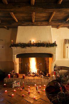 En güzel dekorasyon paylaşımları için Kadinika.com #kadinika #dekorasyon #decoration #woman #women La cheminee Decoration de Noel Maison A Liccia Domaine de Murtoli Corse du Sud (2A) France