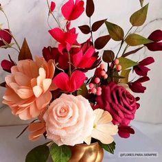 Crepe paper flower centerpiece by 'Flores para siempre'
