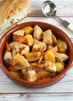 Receta de marmitako de bonito cocinado a fuego lento Main Meals, Sweet Potato, Recipies, Potatoes, Fish, Vegetables, Drink, Google, Gastronomia