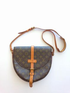Authentic Vintage 80 s Louis Vuitton Monogram Canvas Chantilly GM Crossbody  Shoulder Bag 9f072b460aaa5