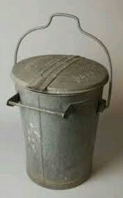Zinken Vuilnisemmer - zinc garbage can Deco Retro, Retro Vintage, Vintage Tins, Sweet Memories, Childhood Memories, Good Old Times, The Good Old Days, Old Pictures, Time Pictures