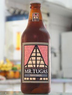 Cerveja Mr. Tugas Rauchbier, estilo Rauchbier, produzida por Mr. Tugas Cervejas Especiais, Brasil. 6.7% ABV de álcool.