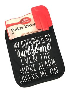 My cooking is so awesome even the smoke alarm cheers me on oven mitt pot holder brownie mix oven mitt funny oven mitts gag gift is part of cooking Funny Ovens - owl behave Gag Gifts, Craft Gifts, Cute Gifts, Funny Gifts, Vinyl Crafts, Vinyl Projects, Homemade Christmas Gifts, Homemade Gifts, Craft Show Ideas