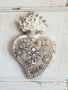 white CHIPPY distressed old vtg Sacred HEART wall plaque picture rHiNesToNeS LOADED jewelry pin lot Holy