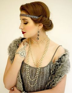 Great Gatsby Inspired Makeup Styles 28 Visit the post for more. Great Gatsby Inspired Makeup Styles 28 Visit the post for more. Look Gatsby, 1920 Gatsby, Gatsby Wedding, Gatsby Party, 1920s Party, Nye Party, Wedding Updo, Great Gatsby Makeup, Great Gatsby Fashion