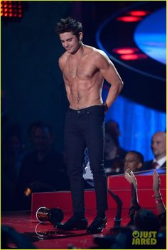 Here Are More Zac Efron Shirtless Photos, Because Why Not! | more zac efron shirtless photos mtv movie awards 2014 01 - Photo