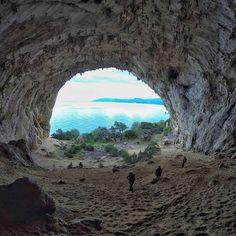l grottone di Biddiriscottai a Cala Gonone, Dorgali. Questa foto è di Antonio Sedda