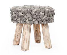 Handgefertigter Pouf Raghad auf Holzfüßen, H 40 cm