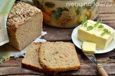 Prosty chleb żytni nazakwasie – mąką iwoda. Tylkotyle. Każdy, nawet zapracowany człowiek może taki zakwas wyhodować wciągu siedmiu dni. Podczas tego tygodnia zakwas sfermentuje ipowstaną tzw. dzikie drożdże, które spowodują, żeciasto chlebowe będzie mogło urosnąć. Tutaj szczegółowo opisałam jak zrobić zakwas nachleb. Można też zrobić zwiad wśród znajomych. Chętnie dzielą się zakwasem, bo szybko się … Banana Bread, Food And Drink, Cheese, Kitchens, Food Cakes