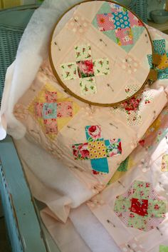 Love the quilt and that it's being hand quilted.  The hoop would drive me batty.