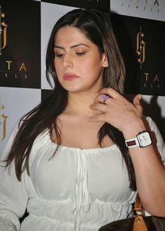 Zarine khan Indian Bollywood Actress, Beautiful Bollywood Actress, Most Beautiful Indian Actress, Beautiful Actresses, Indian Actresses, Stylish Girl Images, Stylish Girl Pic, Indian Celebrities, Bollywood Celebrities