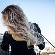 Check out my new video to get this at home #perfect #balayage #ellebangs…
