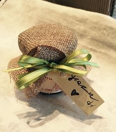 Bomboniera gastronomica mini marmellata...so sweet! #bomboniera #marmellata #rustica #matrimonio #matrimoniorustico #sposi #sosweet #immaginecoordinatanozze #thatswedding