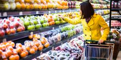 This Is the Best Day of the Week to Grocery Shop: We talked to a nutrition expert to get the lowdown on which day you should hit the grocery store. Clean Eating Grocery List, Shopping List Grocery, Shopping Hacks, Grocery Store, Shopping Spree, Online Shopping, Healthy Dinner Recipes, Healthy Snacks, Healthy Eating
