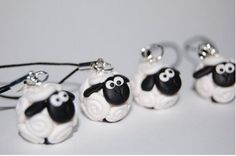 Shaun the sheep polymer Polymer Clay Pens, Polymer Clay Animals, Polymer Clay Miniatures, Polymer Clay Projects, Polymer Clay Charms, Polymer Clay Creations, Shaun The Sheep, Play Clay, Biscuit
