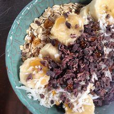 breakfast | almond yogurt oats banana coconut cacao nibs agave  fiber fat magnesium potassium happiness  #vegan #glutenfree #glutenfreevegan #foodislove #breakfast #yogurtbowl #cacaonibs #veganfoodshare #whatveganseat #glutenfreebreakfast by sageandcitrus