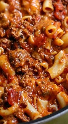 Our Cheesy Beef Goulash recipe is delicious, cheesy, and cheesy! Hamburger goulash is an easy to make dinner recipe the entire family will love. Easy Goulash Recipes, Easy Dinner Recipes, Meat Recipes, Cooker Recipes, Crockpot Recipes, Easy Meals, Recipe For Goulash, Vitamix Recipes, Recipies