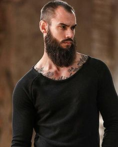Trending beard style men in Find the best beard designs and shapes for their short and long facial hair with masculine character and charm. Long Beard Styles, Hair And Beard Styles, Great Beards, Awesome Beards, Moustaches, Beard Tips, Hipster Beard, Beard Model, Perfect Beard