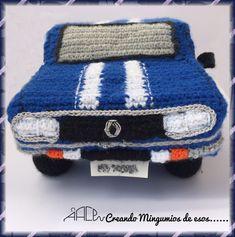 Hace unos meses me pidieron que tejiera un coche mítico, un Renault 12 y me pasaron unas imágenes del original como base para el diseño,... Crochet Toys Patterns, Stuffed Toys Patterns, Knitting Patterns, Crochet Car, Amigurumi Tutorial, Amigurumi Doll, Tumblr Funny, Lana, Free Pattern