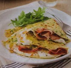 VENTAGLI ALLA RUCOLA: Ingredienti per 4 persone : 75 g di farina, 200 ml di latte, 1 uovo, 1 mazzetto di rucola, 300 g di stracchino, 120 g di prosciutto cotto affumicato, 50 g
