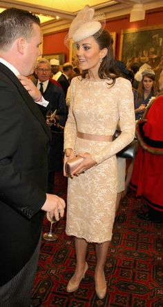 Kate Middleton Cocktail Dress Kate Middleton looked positively perfect in this nude lace dress at the Diamond Jubilee Reception. Kate Middleton Family, Kate Middleton Hats, Princess Kate Middleton, Kate Middleton Style, Princess Diana, Duchess Kate, Duchess Of Cambridge, Drinks Outfits, Long Gown For Wedding