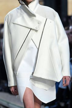 Schouler at New York Fashion Week Fall 2012 White jacket with graphic lines & asymmetric cut; fashion details // Proenza SchoulerWhite jacket with graphic lines & asymmetric cut; White Fashion, Look Fashion, Fashion Details, Runway Fashion, Womens Fashion, Fashion Design, Fashion Trends, Fashion Graphic, Dress Fashion