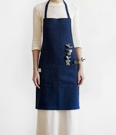 This apron is made from 100 % natural linen.  Washed linen apron is a functional and long lasting.  This apron is perfect for the kitchen, garden, craft room or a stylish gift.   Description: - made from 100 % pure and pre-washed linen (flax); - ecological, handmade; - hand, machine