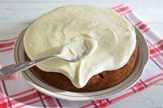 Máte chuť na zdravější dezert? Připravte si mrkvový dort s citronovou polevou.