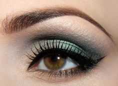 Hint of green. Perfect wing.