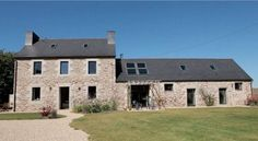 Price of Renovation: Bourges barn Stone Houses, Cool Countries, Entrance Doors, Hearth, Facade, New Homes, Barn, Construction, How To Plan