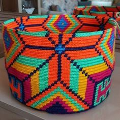 tig-orgusu-wayuu-canta-modelleri-25 Crochet Box, Crochet Purses, Tapestry Bag, Tapestry Crochet, Crochet Designs, Crochet Patterns, Diy Purse, Knitted Bags, Handmade Bags