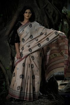 Handwoven Tussar cotton fabric....hand block printed motifs.... totally Handcrafted product Nee:saa INDIAN ART PAINTINGS PHOTO GALLERY  | I.PINIMG.COM  #EDUCRATSWEB 2020-07-29 i.pinimg.com https://i.pinimg.com/236x/c7/cc/19/c7cc1974178d35d73568eca578216ede.jpg